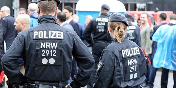 Almanya'da Müslüman Kadınlara Irkçı Saldırı