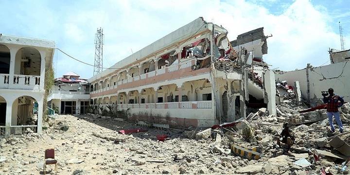 Somali'de Patlayıcı Yüklü Araçla Saldırı Düzenlendi