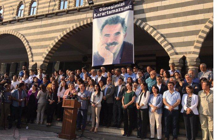 Diyarbakır Yenişehir'deki DTK Binasına Polis Operasyonu