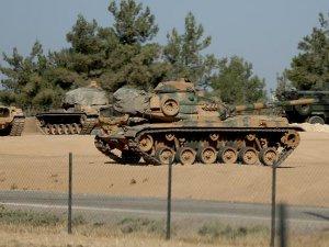 Sınırdaki Birliklere Zırhlı Araç ve Tank Takviyesi Yapıldı