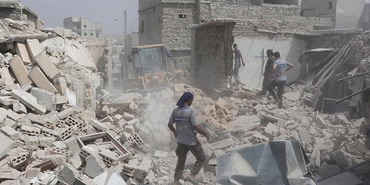 Esed Rejimi Varil Bombasıyla Saldırdı: 3 Sivil Hayatını Kaybetti!