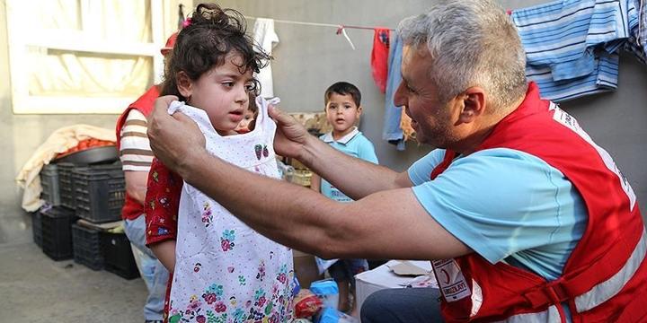 Gazzeli Çocuklara Bayramlık Kıyafet Dağıtıldı