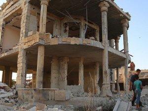 Rusya İdlib'te Hastane Bombaladı