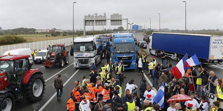 Calais'de Sığınmacı Karşıtı Protesto