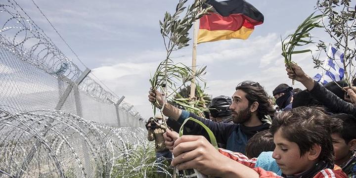 Yunanistan'dan Almanya'ya Mülteci Tepkisi