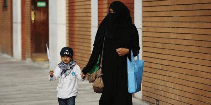 Fransa'da Başörtülü Anneler Okula Alınmadı