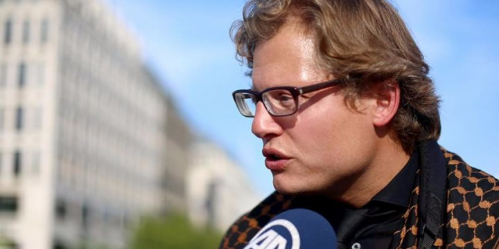 Türkiye'ye Destek Veren Alman Gazeteciye Sosyal Medya Engeli