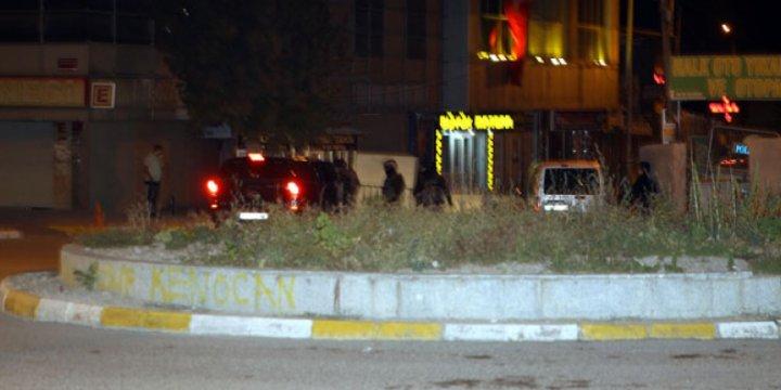 Van'da AK Parti Binasına Saldırı
