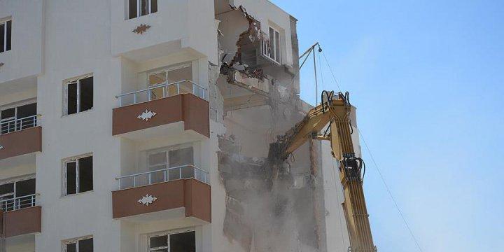 Hendek Mağdurlarının Yaşadığı Bina DBP'li Belediye Tarafından Yıkıldı