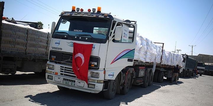 Türkiye'den Gönderilen Yardımları Taşıyan TIR'lar Gazze'ye Ulaştı