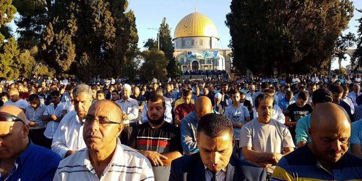 Mescid-i Aksa'da Seksen Bin Kişi Bayram Namazı Kıldı