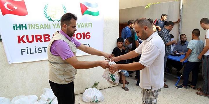 İHH, Gazze'de 9 Bin Aileye Kurban Eti Ulaştırdı