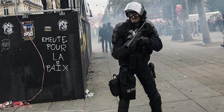 Fransa'da Bir Gösterici, Polis Şiddeti Nedeniyle Gözünü Kaybetti!