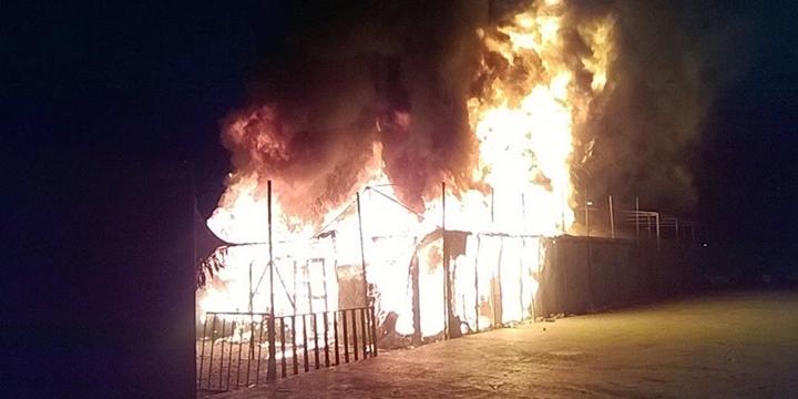Midilli'deki Mülteci Kampında Yangın!