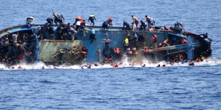 Akdeniz'de Alabora Olan Teknedeki 450 Göçmen Kayıp