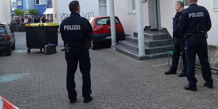 Almanya'da Camiye Molotofkokteylli Saldırı