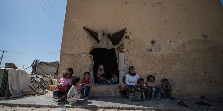 Suriyeli Aile Eski Trafoda Yaşamaya Çalışıyor