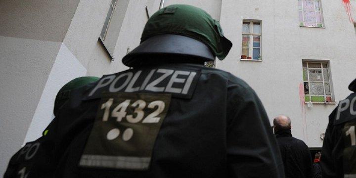 Mülteci Almak İstedi, Öldüresiye Dövüldü