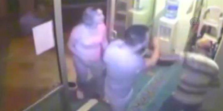 İzmir'de Müezzine Saldıran Vandallar Serbest
