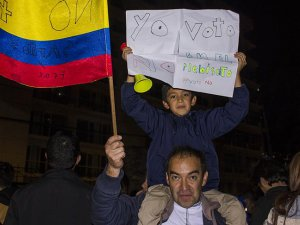 Kolombiyalılar FARC'la Barış Anlaşmasına 'Hayır' Dedi