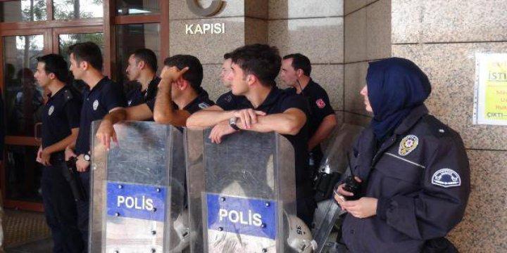Türkiye'nin İlk Başörtülü Komiseri İzmir'de