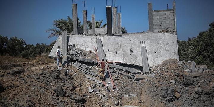 İşgalci İsrail'e Ait Tanklar Gazze'yi Bombaladı!