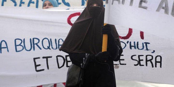 Burka'ya Savaş Açan Batı Şimdilerde...