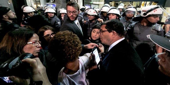 Brezilya'da Öğrenciler Başkanlık Ofisini İşgal Etti