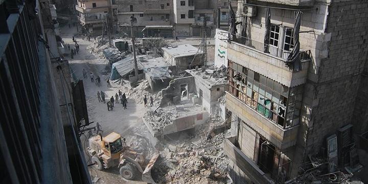 Halep'e Vakum Bombalı Saldırı: 13 Kişi Hayatını Kaybetti!