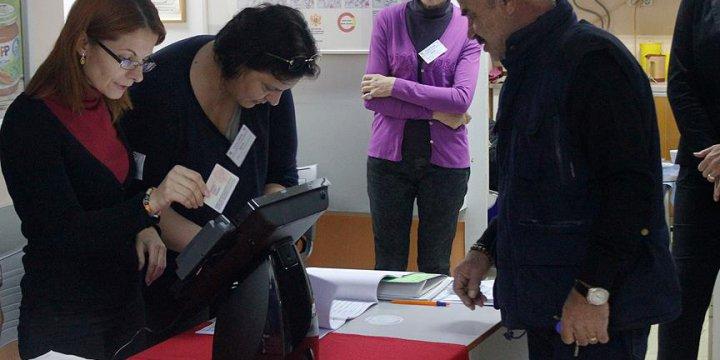 Karadağ'daki Genel Seçimde Batı Yanlısı DPS Önde Gidiyor