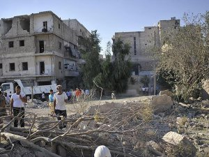 Direnişçiler ve Siviller Halep'i Terk Etmiyor