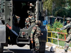 Keşmir Sınırında 2 Pakistanlı Öldürüldü