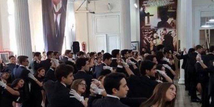 Liseli Gençlere Cumhuriyet'i Vals Yaparak Kutlattılar