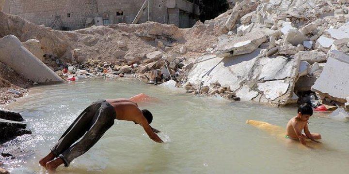 Halep'te Bomba Çukurları Oyun Alanı Oldu