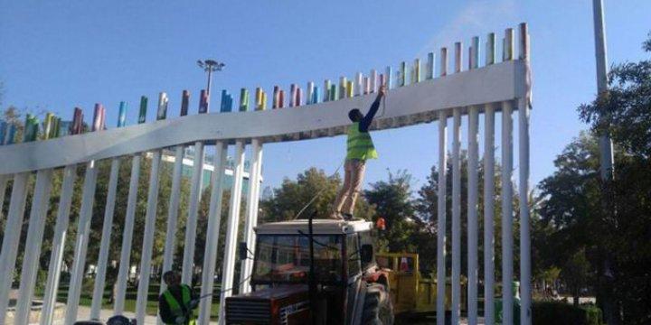 Kayyum LGBT Renklerine Boyanan Park Girişini Beyaza Boyattı