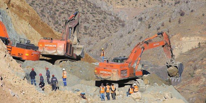 Şirvan'da İki İşçi Hâlen Enkaz Altında!
