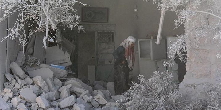 Rusya Uçakları Halep'i Hedef Aldı: 6 Kişi Hayatını Kaybetti!