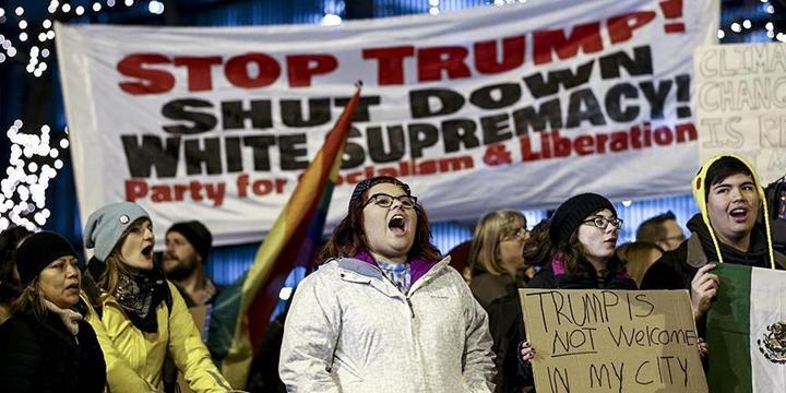Donald Trump Chicago'da Protesto Edildi