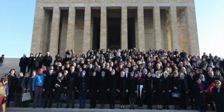 AK Partililerin Atatürk Sevgisi ve Bağlılığı Göz Yaşartıyor!