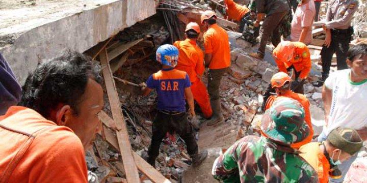 Açe'deki Depremde Ölü Sayısı 100'ü Aştı