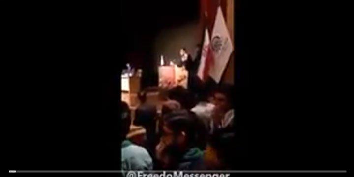 İranlı Öğrenci Ülkesinin Suriye'deki Katliamlarını Protesto Etti