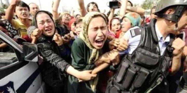 Çin, Uygur Müslümanlarının Pasaportlarına El Koyuyor