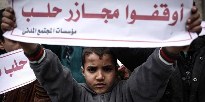 Gazzeli Çocuklar Halep'teki Katliamları Protesto Etti