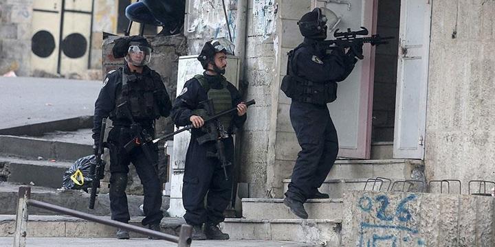 İşgalci İsrail Polisi Doğu Kudüs'te 24 Filistinliyi Gözaltına Aldı!