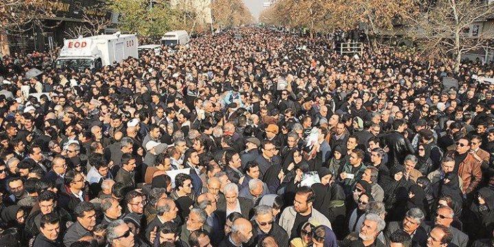 Rafsancani'nin Cenazesinde Muhalifler Gövde Gösterisi Yaptı