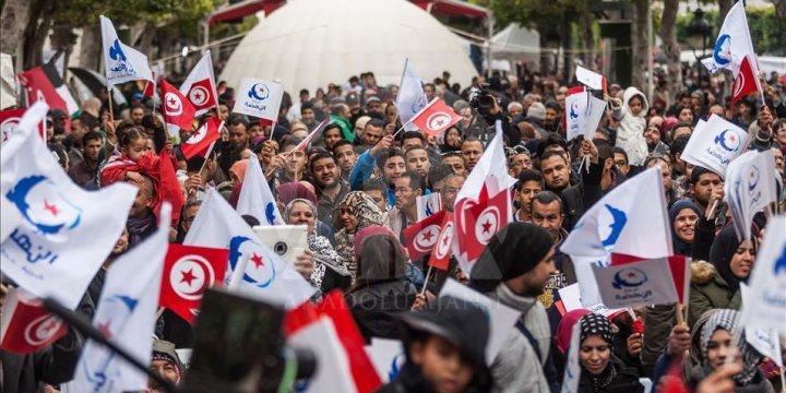 Tunus'ta Yasemin Devrimi'nin 6. Yılında Yürüyüş Gerçekleştirildi