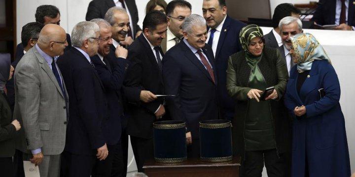 Anayasa Değişikliği Teklifinde 15 ve 16. Maddeleri Kabul Edildi