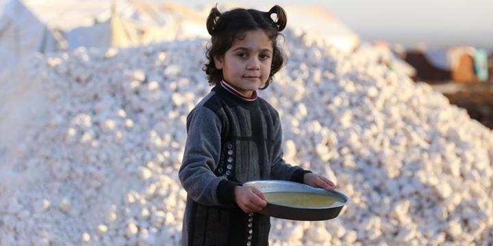 İdlib'de Halepli Ailelere Sıcak Yemek Desteği