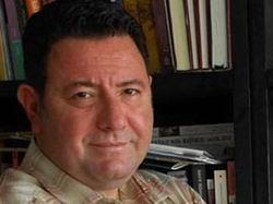 Yazar Emre Aköze Yumurtalı Saldırı