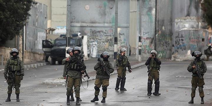 İşgalci İsrail Doğu Kudüs'te 14 Filistinliyi Gözaltına Alındı!